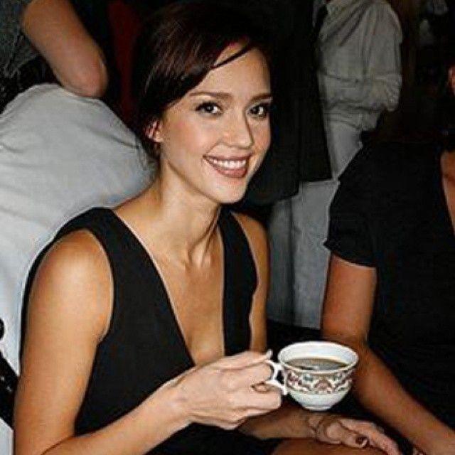 Джесика Алба пие кафе
